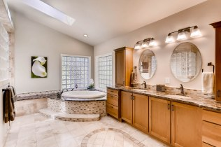 7150 E Berry Ave Englewood CO-print-032-33-Master Bathroom-2700x1799-300dpi